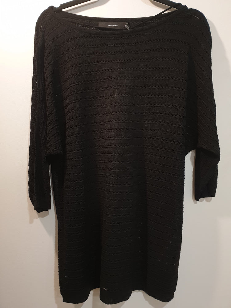 Light knitted 3/4 sleeve black jumper