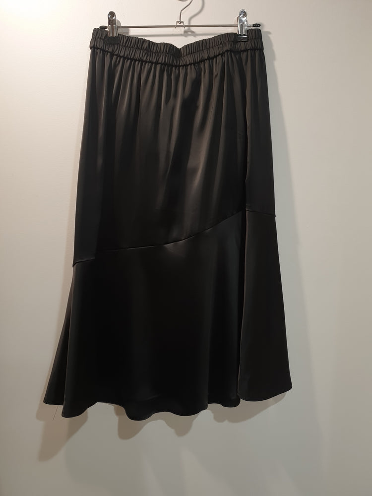 Shiny mid skirt with ruffle