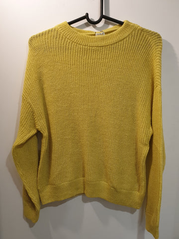Light knitted yellow jumper