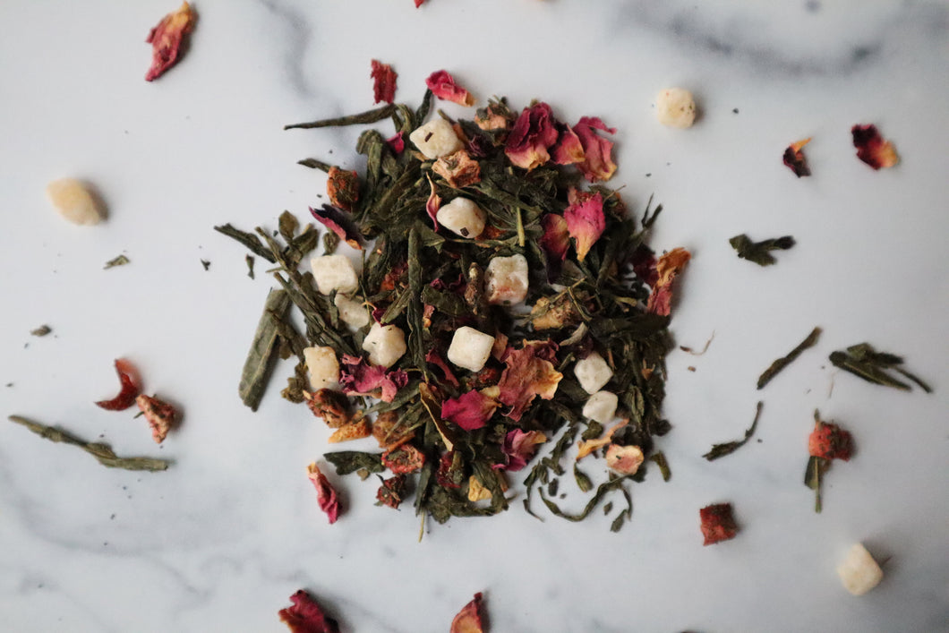 Secret Garden features Sencha green tea, strawberry, honeydew melon, stinging nettles, peppermint, orange peels, rose hips, rose petals, and flavors. Exclusively blended in Europe with premium ingredients from around the world. Founded and packaged in the USA. We deeply appreciate your purchase.