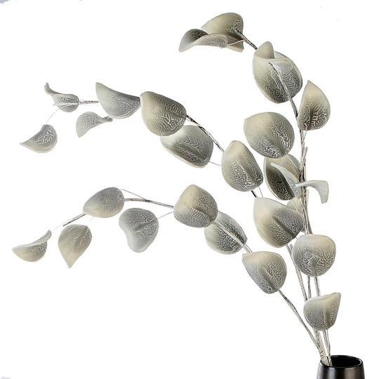 Grey/White Speckled Foam flower with 25 Leaves £8