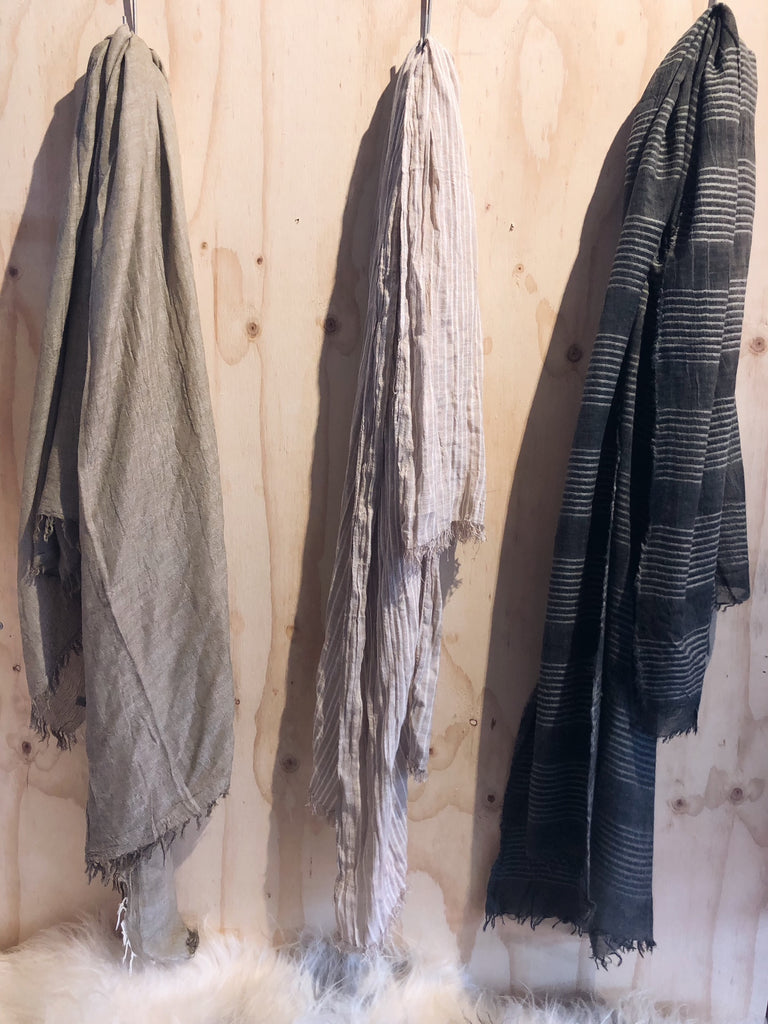 THE ESSENTIAL 3 PACK OF SCARVES