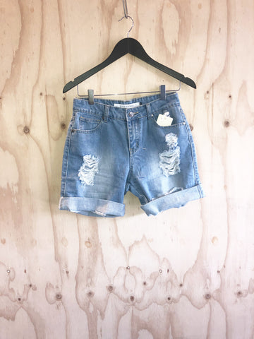 Carousel Essentials Boyfriend Shorts In Light Denim