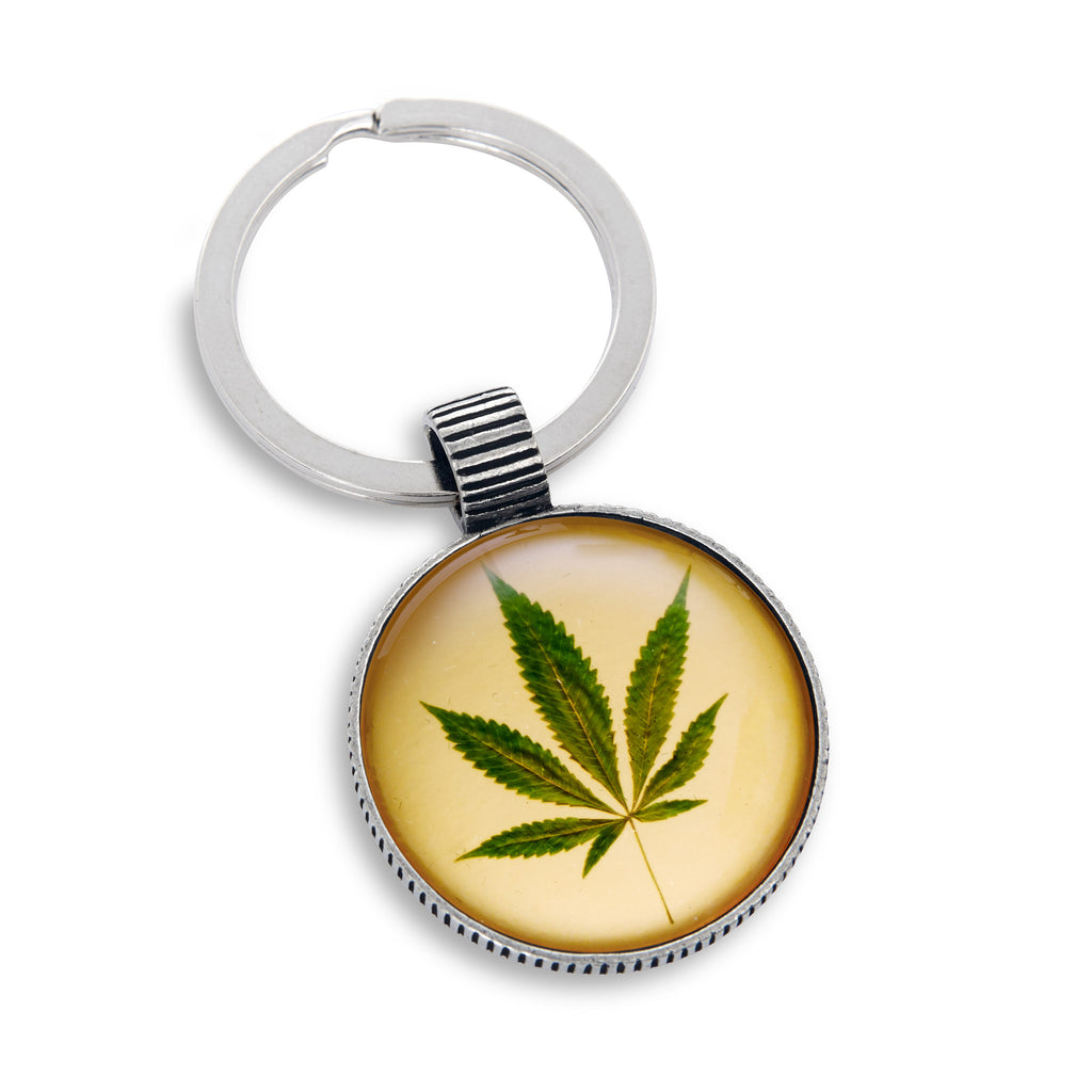 Keyring featuring the Cannabis Leaf