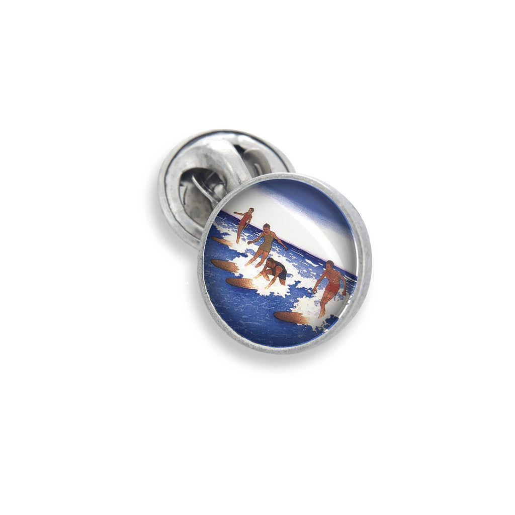 The Lapel Pin In 18mm Featuring the Winky&Dutch™ Vintage Illustrated Group Surf Scene