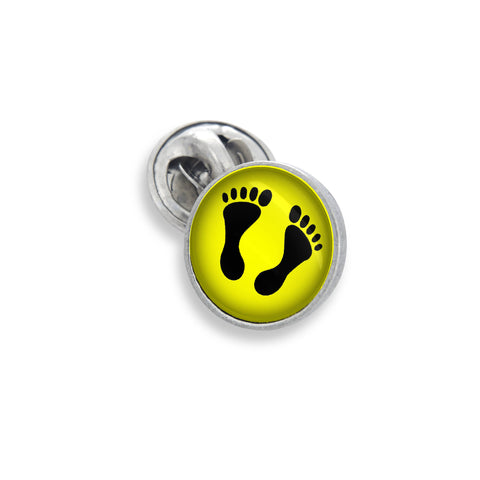 The Lapel Pin In 18mm Featuring the Winky&Dutch™ Foot Prints on the Beach in Yellow