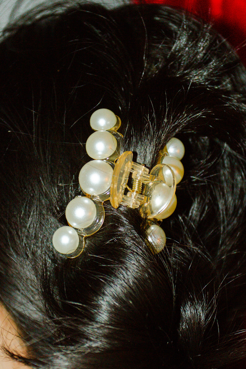 Anthropologie Flounder Claw Hair Clip in White