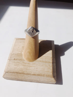 Load image into Gallery viewer, Vintage Sterling Silver Cub Scouts Boy Scouts Ring Size 5