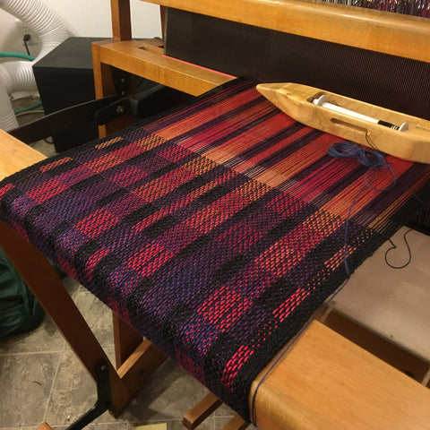 Taqueté scarf on the loom