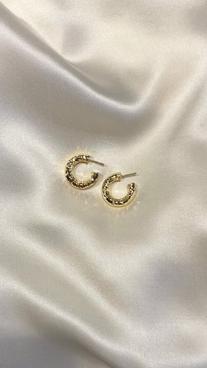 SMALL CECILIA HOOPS GOLD