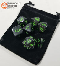 Laden Sie das Bild in den Galerie-Viewer, Green and Black Cosmic Horror 7pc Dice Set