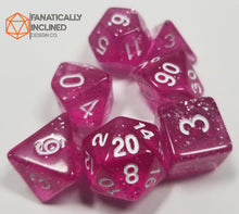 Load image into Gallery viewer, Magenta Glittery 7pc Dice Set