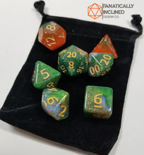 Laden Sie das Bild in den Galerie-Viewer, Orange Green Gold Nebula Dice Set