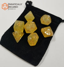 Laden Sie das Bild in den Galerie-Viewer, Yellow Gelatinous Cube 7pc Dice Set