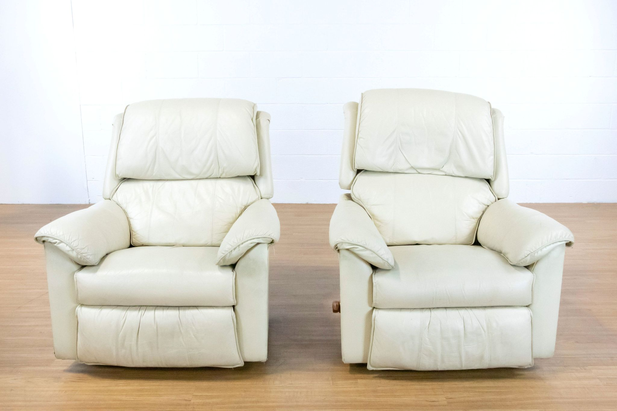 Pair Of Lazy Boy White Leather Recliners The Local Flea Phoenix