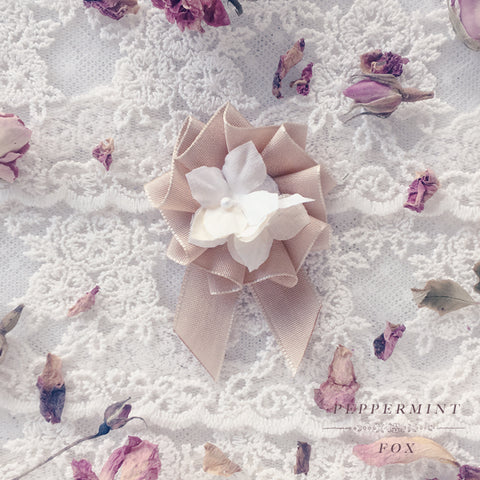 Petite Rosette Cream and Gold