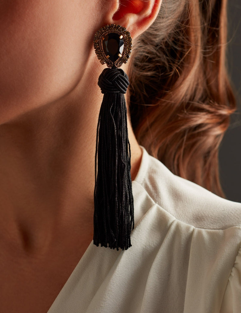 Swarovski crystal earrings with black fringes. Pendientes. Orecchini. Ear. Look.