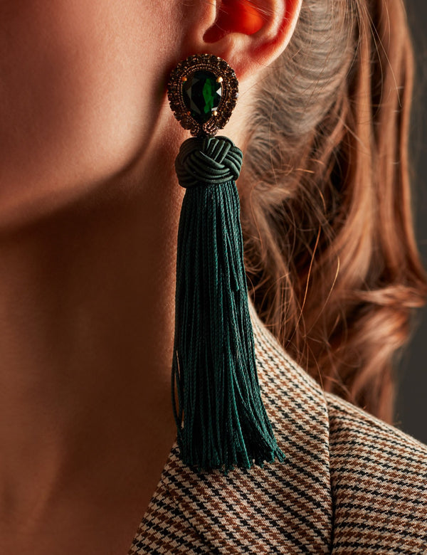 Swarovski crystal earrings with green fringes. Pendientes. Orecchini. Ear. Look.