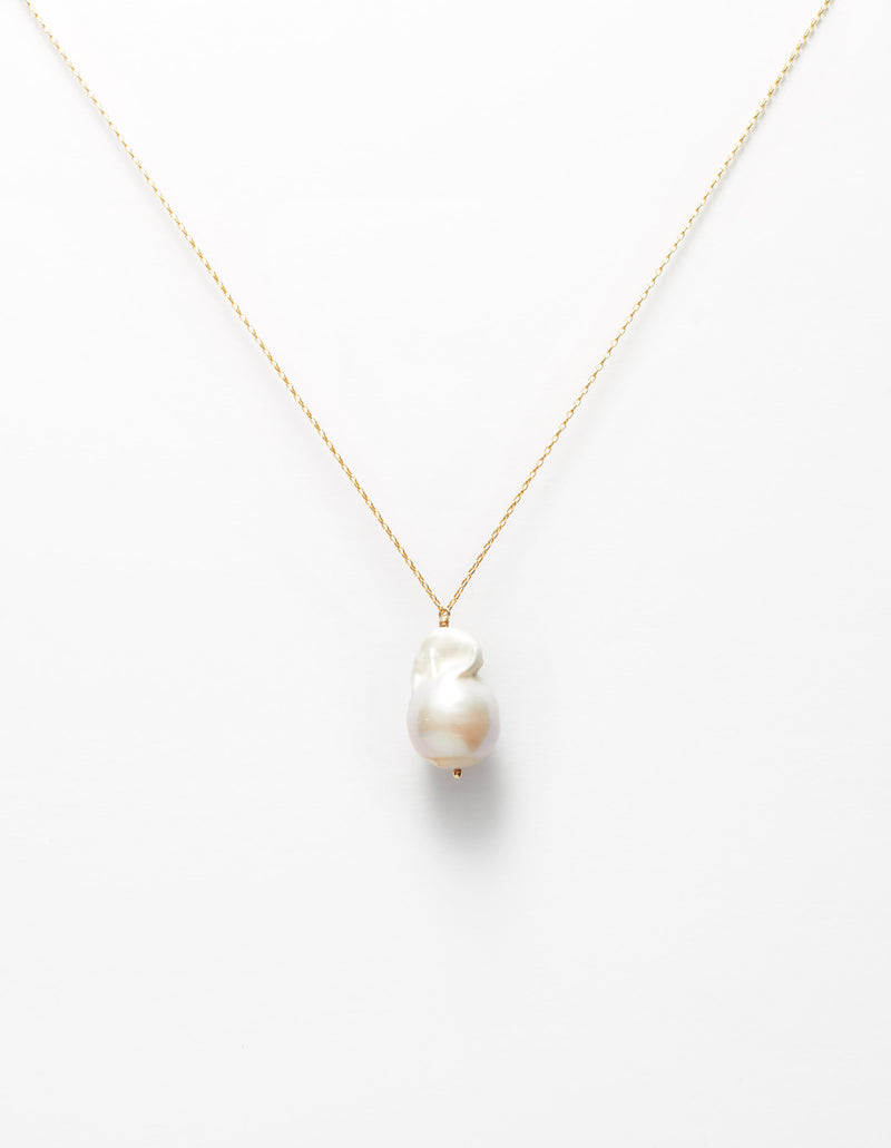 Gold chain with a baroque pearl charm. Necklace. Cadena Collar. Catenina Collana.