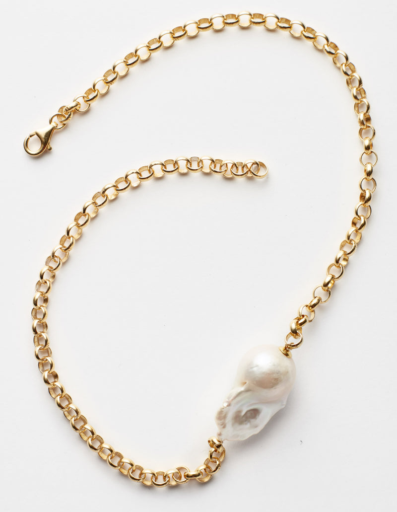 Gold chain with a baroque pearl. Necklace. Cadena collar. Catenina collana.