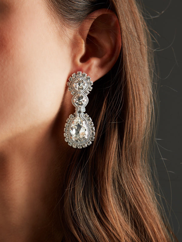 Silver Swarovski crystal earrings. Pendientes. Orecchini. Ear. Look.