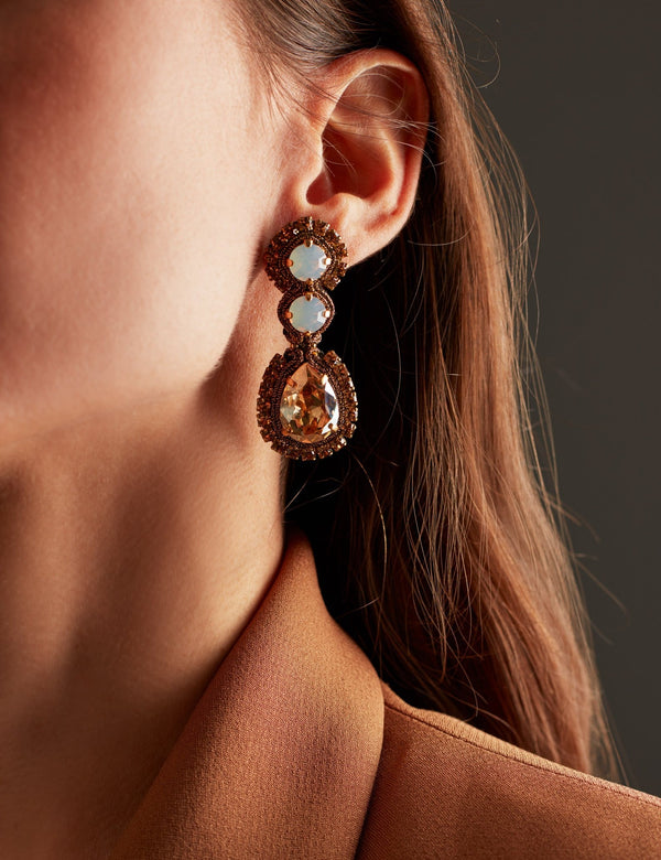 White opal and gold Swarovski crystal earrings. Pendientes. Orecchini. Ear. Look.