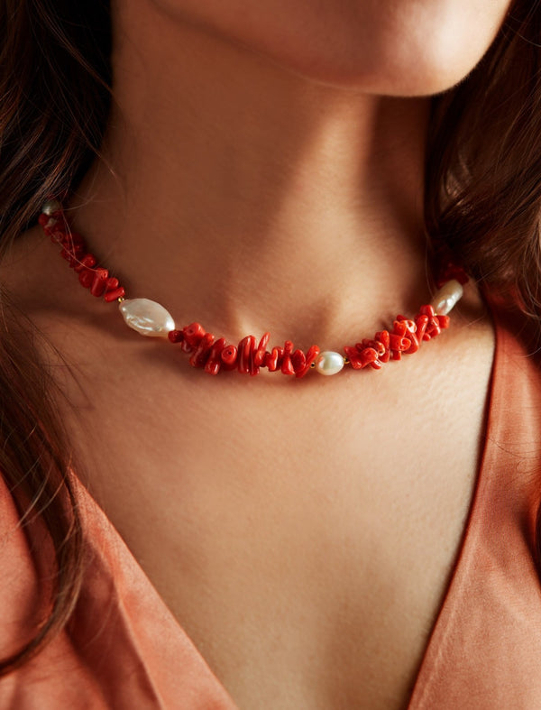Red coral and freshwater pearls necklace. Collar collana. Neck. Look.