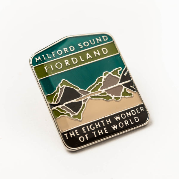 Enamel pin - Milford Sound