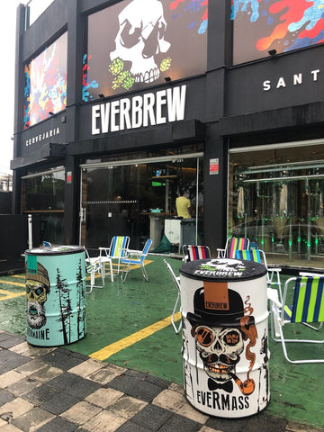 pub da everbrew no litoral serve boas cervejas artesanais