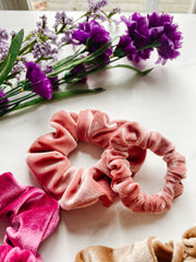 VELVET SCRUNCHIE, STRAWBERRY MOUSSE