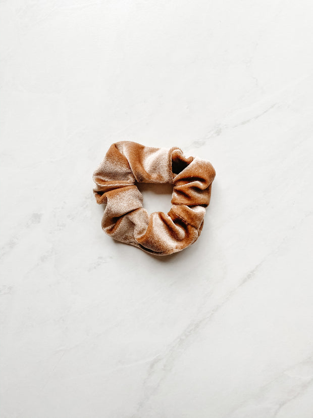 VELVET SCRUNCHIE, BROWN SUGAR