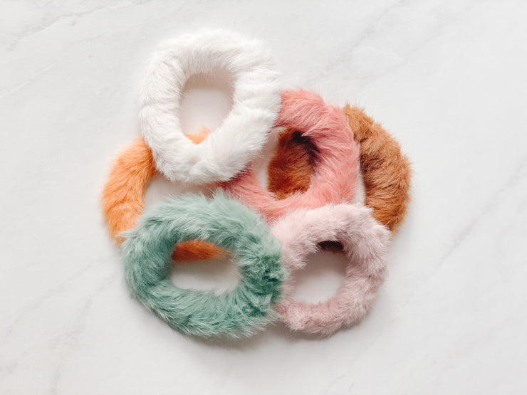 MINI FAUX-FUR SCRUNCHIE, BLUSH