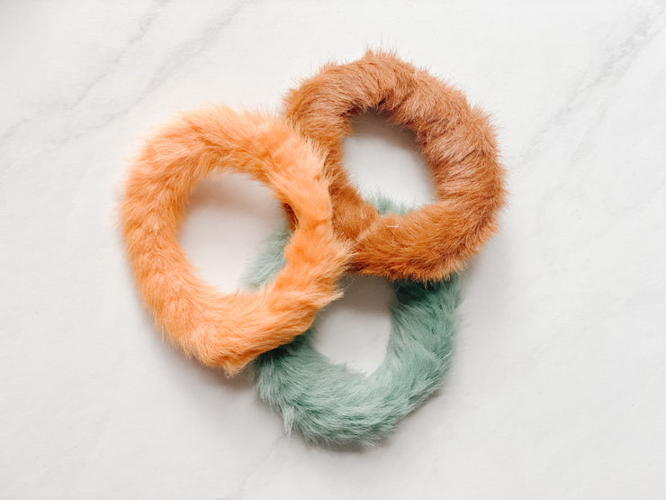 MINI FAUX-FUR SCRUNCHIE, ORANGE