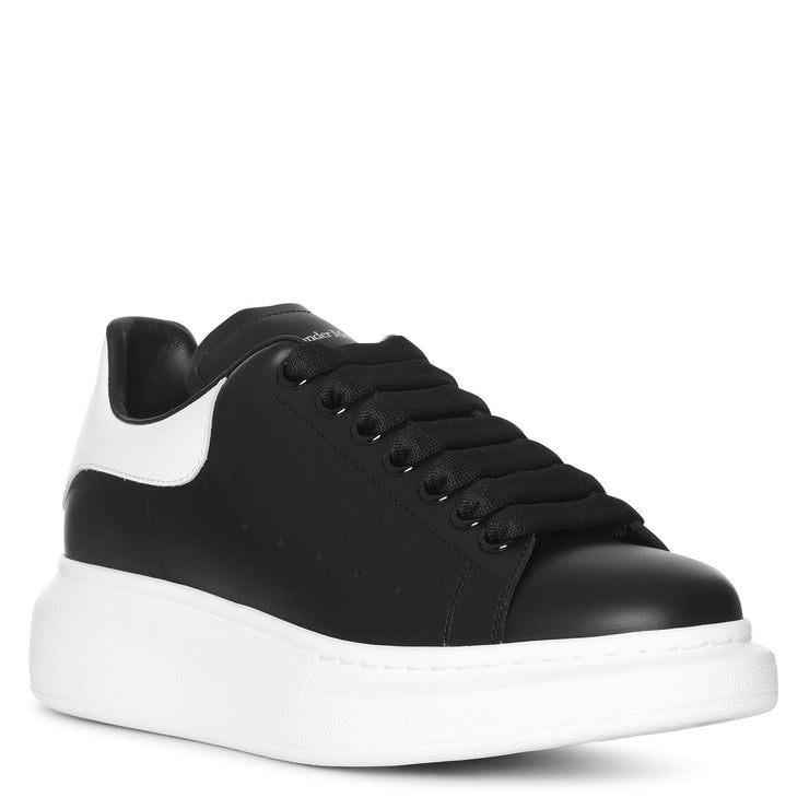 Black and white classic sneakers