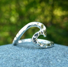Load image into Gallery viewer, HAMMERED WAVE RING - SILVER FINISH - ONE SIZE