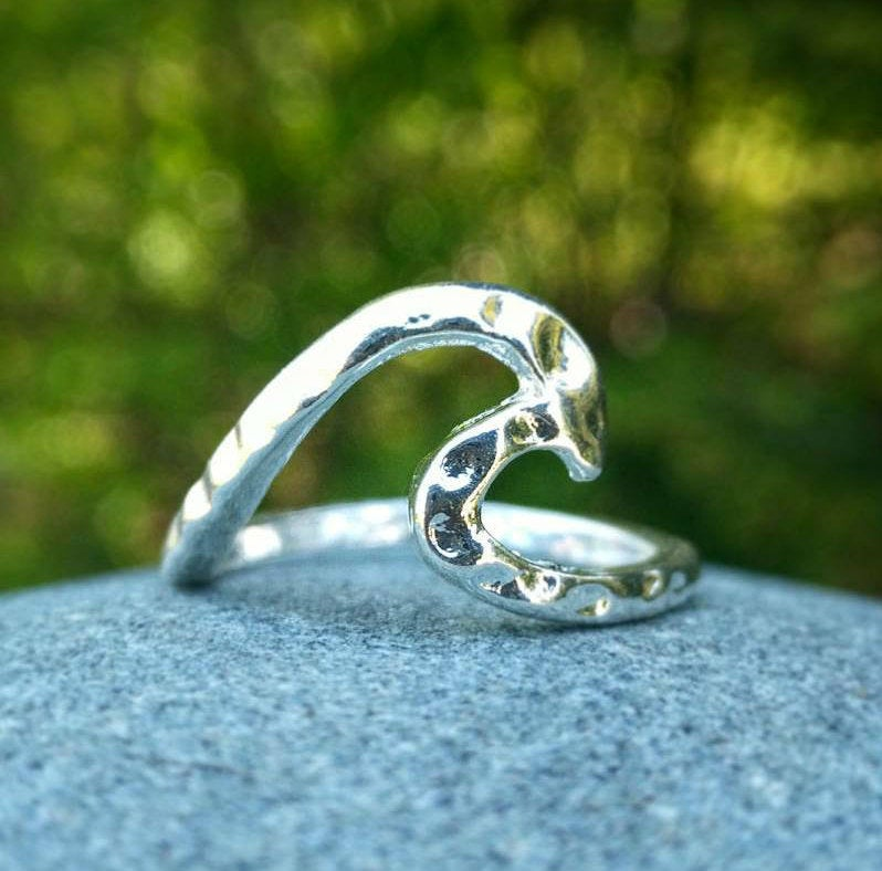 HAMMERED WAVE RING - SILVER FINISH - ONE SIZE