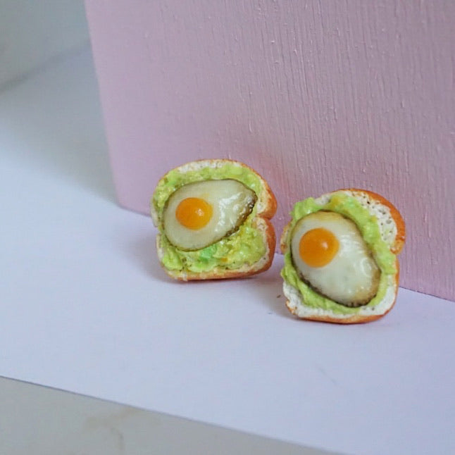 Egg on toast earring studs