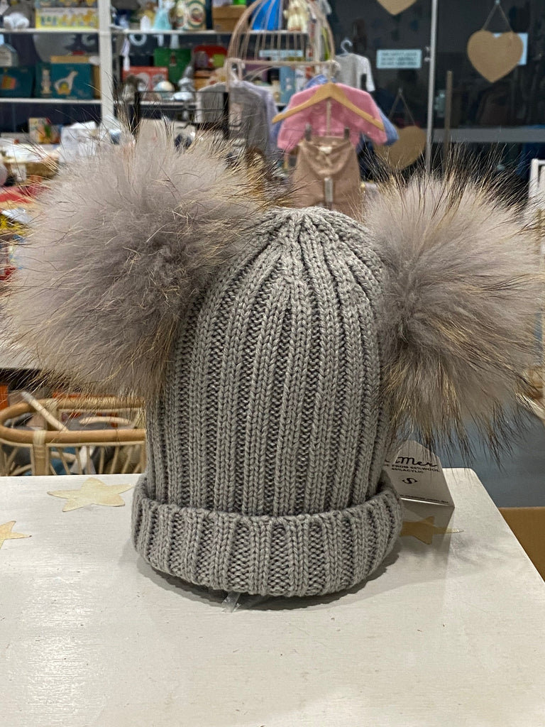 Mikki Beanie with double pom pom (light grey) - Mummy & Me available