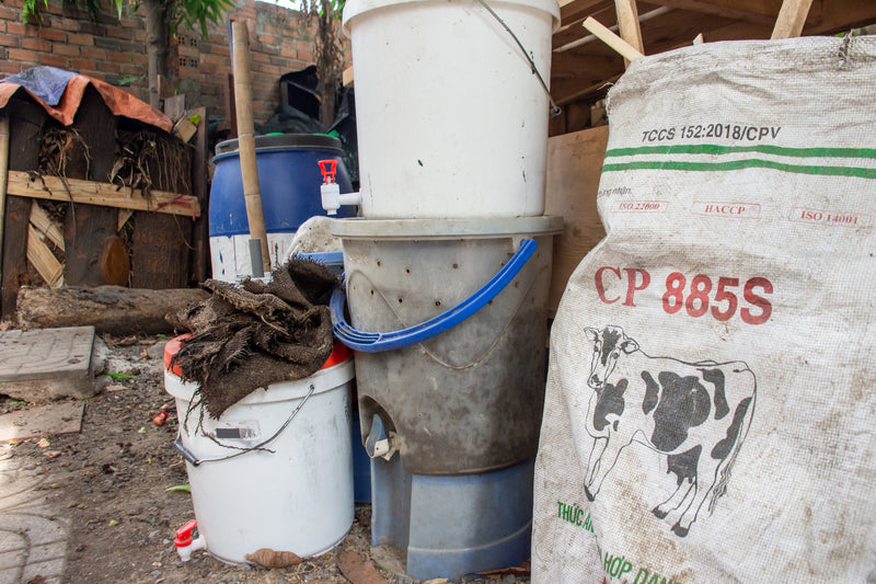 Composting systems made from old paint buckets
