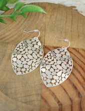 Load image into Gallery viewer, Delicate Leaf Earrings