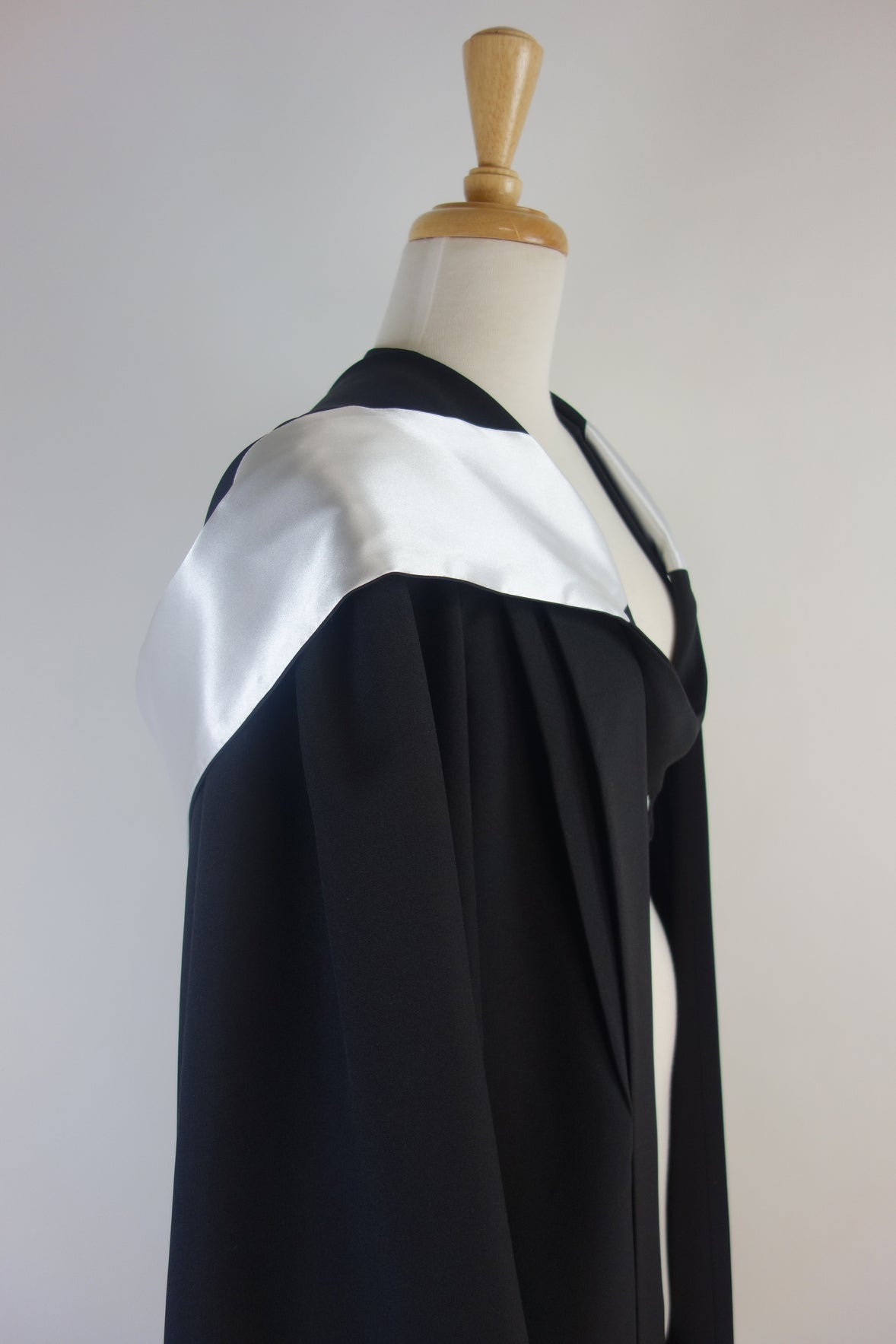 University of Queensland Bachelor Graduation Gown Set