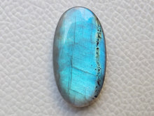Load image into Gallery viewer, 30x17x6 mm,Natural Labradorite Cabochon Gemstone Oval Shape
