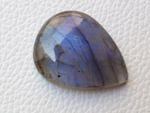 Load image into Gallery viewer, 31x24x7 mm,Natural Labradorite Cabochon Gemstone Teardrop Shape