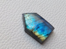 Load image into Gallery viewer, Purple Blue Labradorite Gemstone 25x16x8mm Healing Gemstone Freeform Shape
