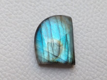 Load image into Gallery viewer, dainty Blue Labradorite Gemstone 21x17x6mm Healing Gemstone Freeform Shape