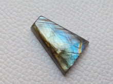 Load image into Gallery viewer, Labradorite Gemstone 23x17x5mm Healing Gemstone Freeform Shape