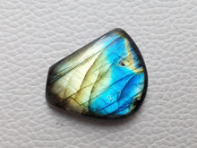 Load image into Gallery viewer, dainty Dual Color Labradorite  28x22x6mm Healing Gemstone Freeform Shape
