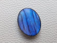 Load image into Gallery viewer, resplendent Blue Labradorite Cabochon  25x20x7mm Healing Gemstone Oval Shape