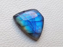 Load image into Gallery viewer, 27x20x8mm   Labradorite Gemstone Cabochon Freeform Shape