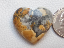 Load image into Gallery viewer, 30x27x10 mm Maligano Jasper Heart Shape